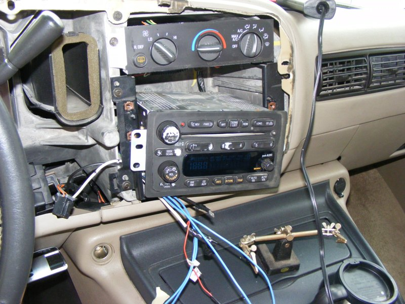 2010_0906Chevy_Bose_Aux0001 2002 chevy bose aux jack install 2002 trailblazer bose amp wiring diagram at gsmx.co